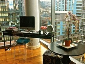 Flickr-glass-walled-urban-workspace-with-city-views-600x448