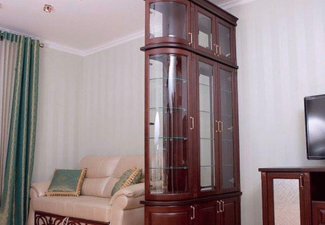 Шкаф витрина для зонирования комнаты