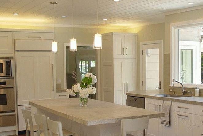 Потолок кухни из пластиковых панелей
