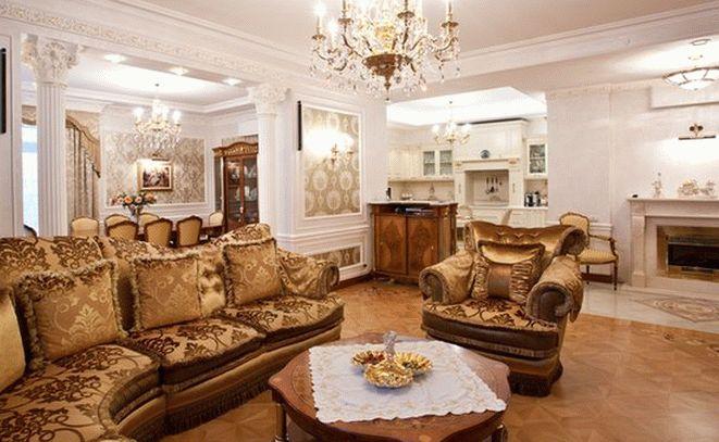 Центр классической гостиной - столик