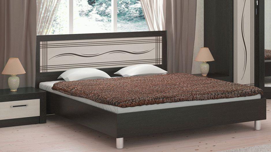 Классическая двуспальная кровать