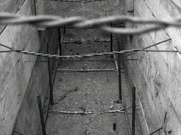 Рис.5 Противоположные стенки опалубки стянуты проволокой