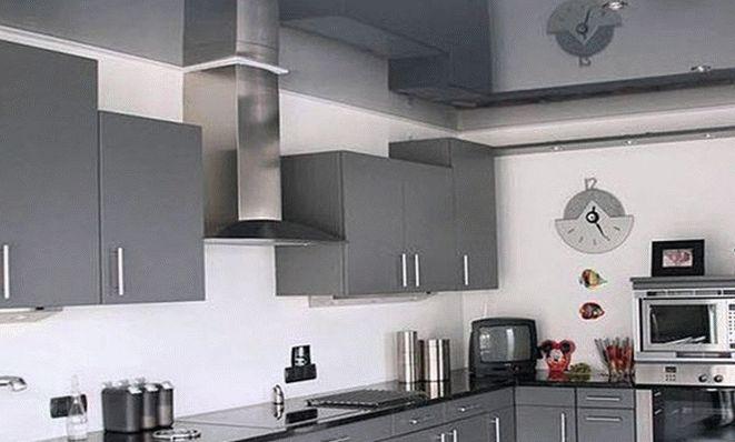 Современный потолок на кухне