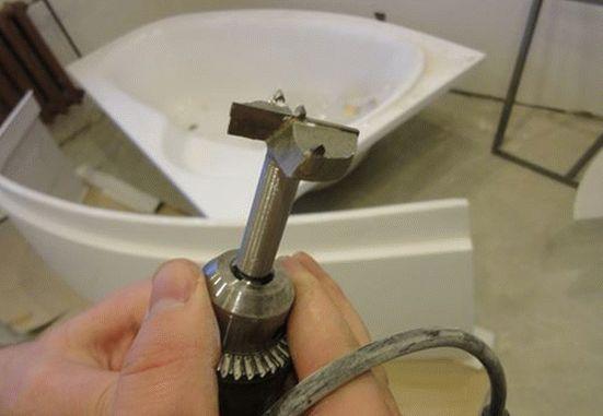 Как врезать смеситель в акриловую ванну своими руками