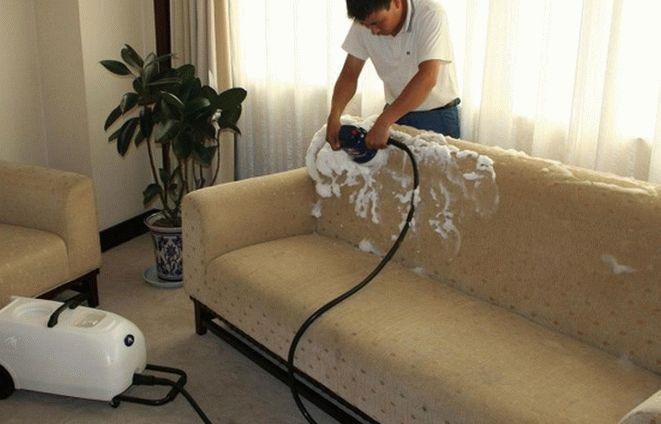 особенности чистки диванов