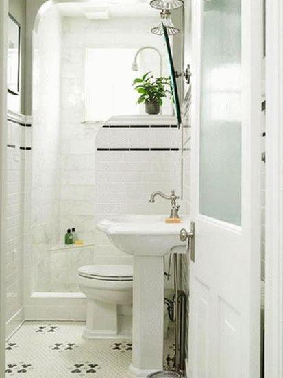 Белый дизайн ванной комнаты совмещенной с туалетом