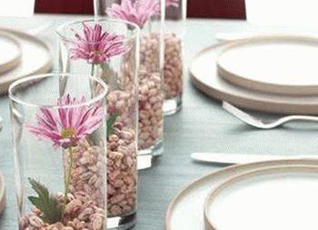 украшение стола композициями из цветов 02