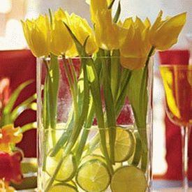 украшение стола композициями из цветов 17