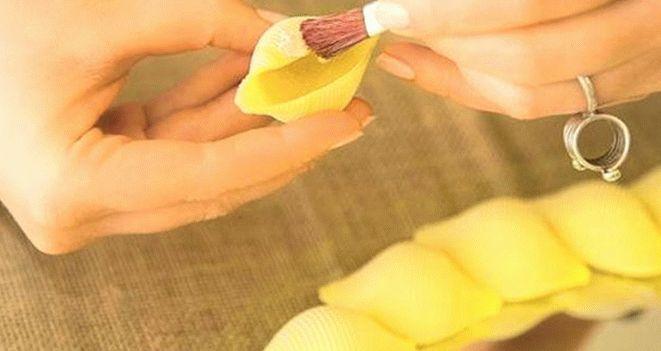 Наклеивание макаронных изделий