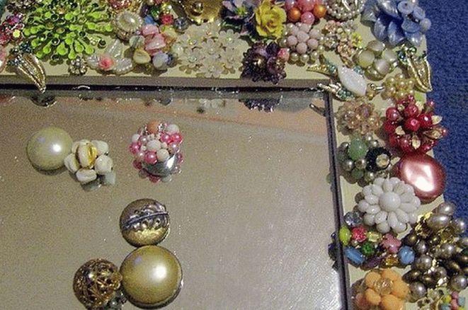 Рамка для зеркала из бижутерии