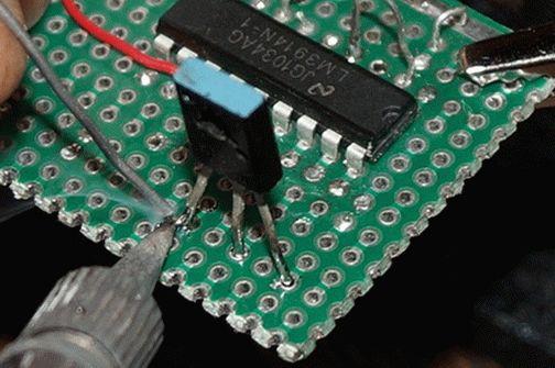 Как паять паяльником на примере пайки деталей, проводов и возможности выпаять их с платы (провода, радиодетали на плате)