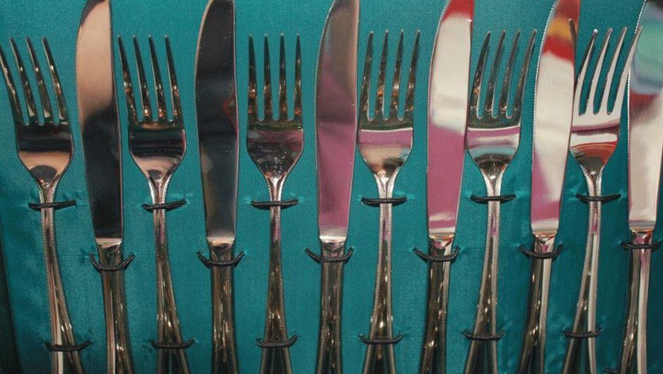 Комплект из ножей и вилок