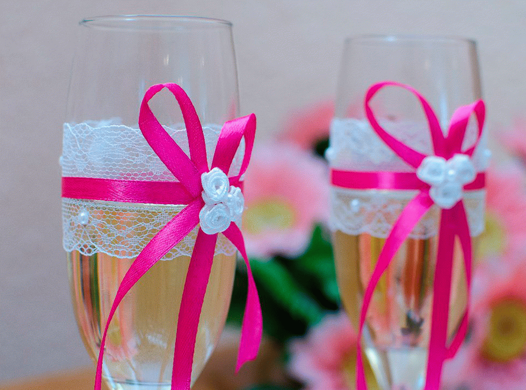 Свадебные бокалы с кружевом и лентами своими руками