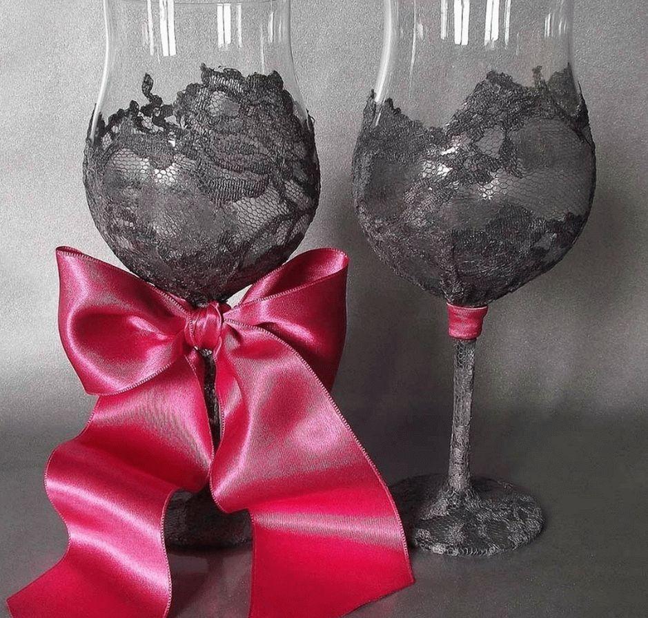 Красиво смотрится сочетание серого и розового цветов