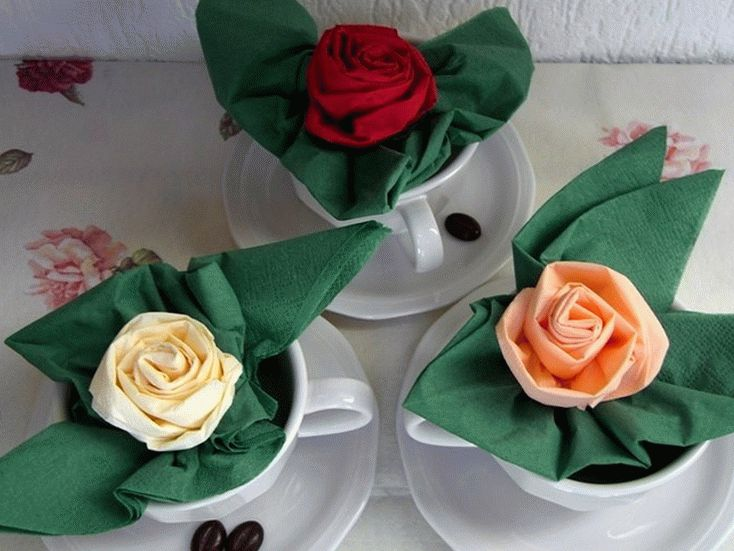 cvety_iz_salfetok_svoimi_rukami