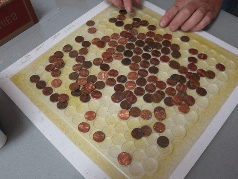 Можно сложить из монет настоящее живописное панно