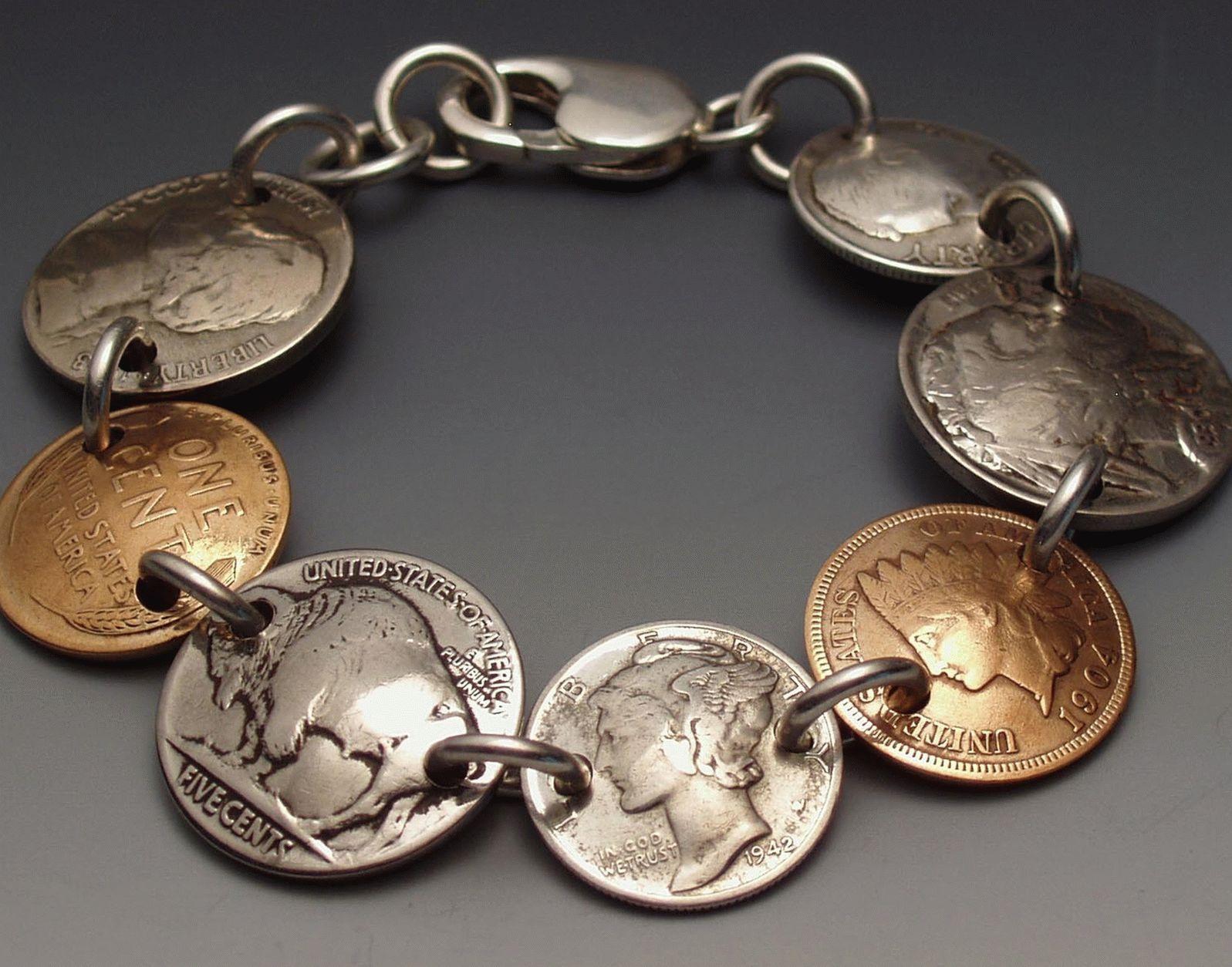 Браслет из монет прост в изготовлении