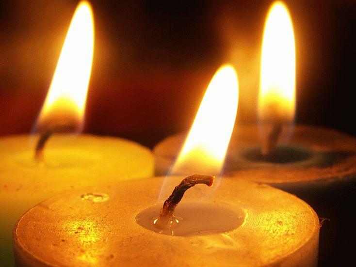 Свеча создает высокую температуру для прогрева элементов поделки