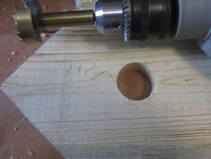 Отверстие в древесине