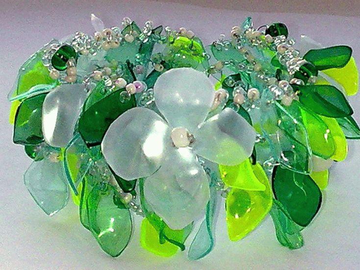 Из пластика получаются очень красивые элементы для бижутерии