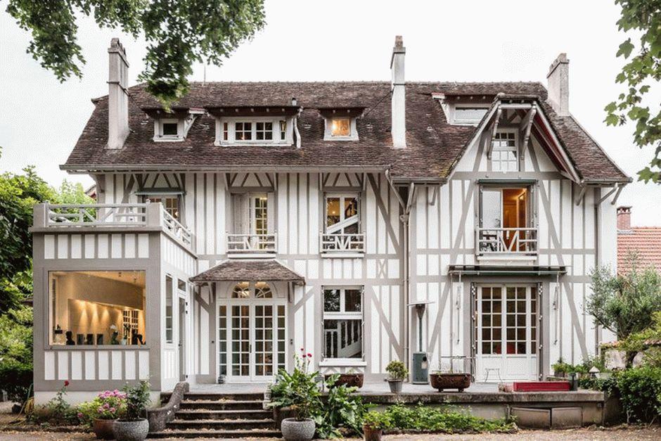 Старинный особняк в пригороде Парижа проходит модернизацию
