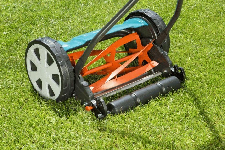 Особенности механической газонокосилки — рейтинг моделей и советы выбора