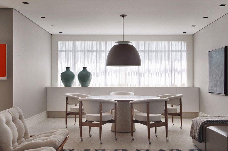 Матовый натяжной потолок белого цвета для столовой