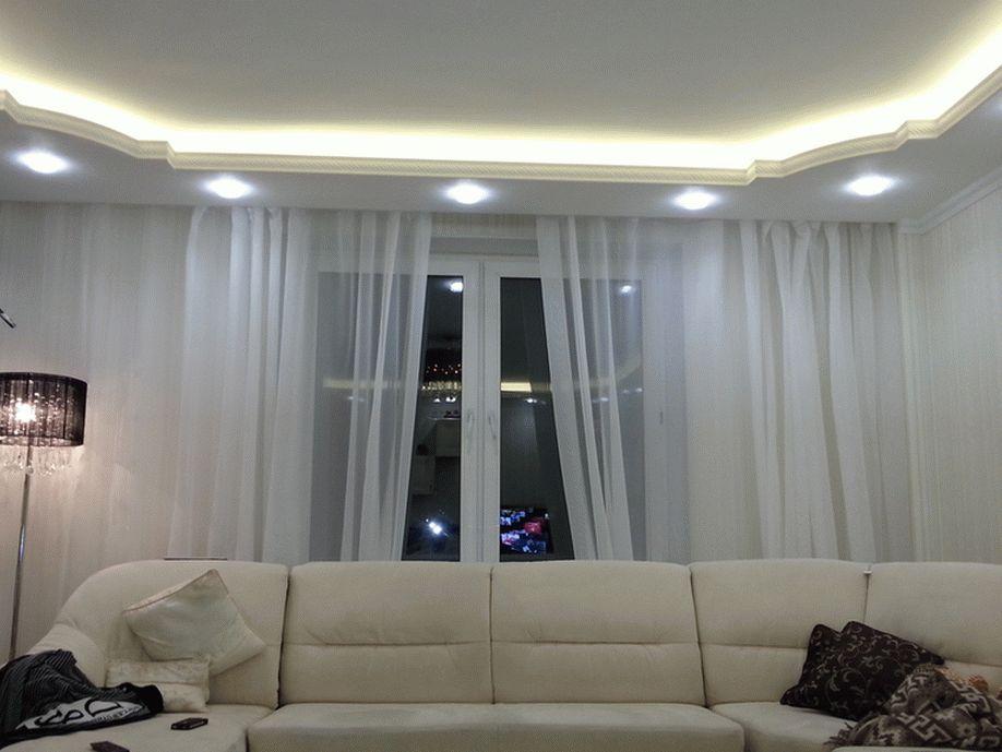 Дизайн натяжного потолка с подсветкой