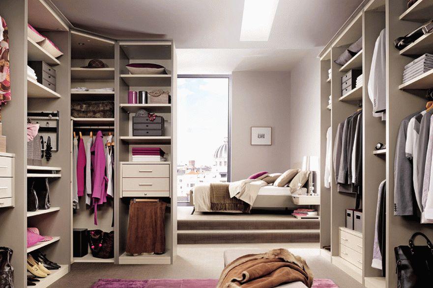 Как хранить одежду в гардеробной