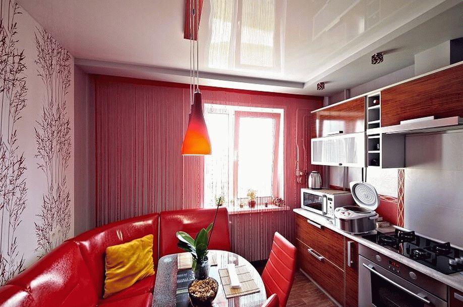 Сочетание глянцевого натяжного потолка с дизайном кухни