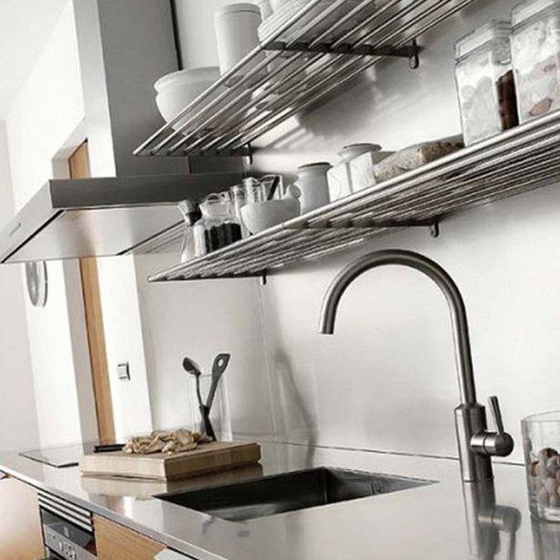 Навесные декоративные полки на кухню